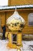 Закладка капсулы с грамотой в алтаре вновь построенного храма Воздвижения Честного и Животворящего Креста Господня