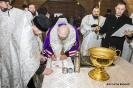 Закладка капсулы с грамотой в алтаре вновь построенного храма Воздвижения Честного и Животворящего Креста Господня_8